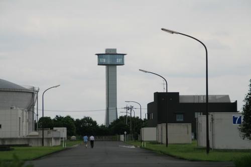 奥の塔みたいなのは別の敷地みたい